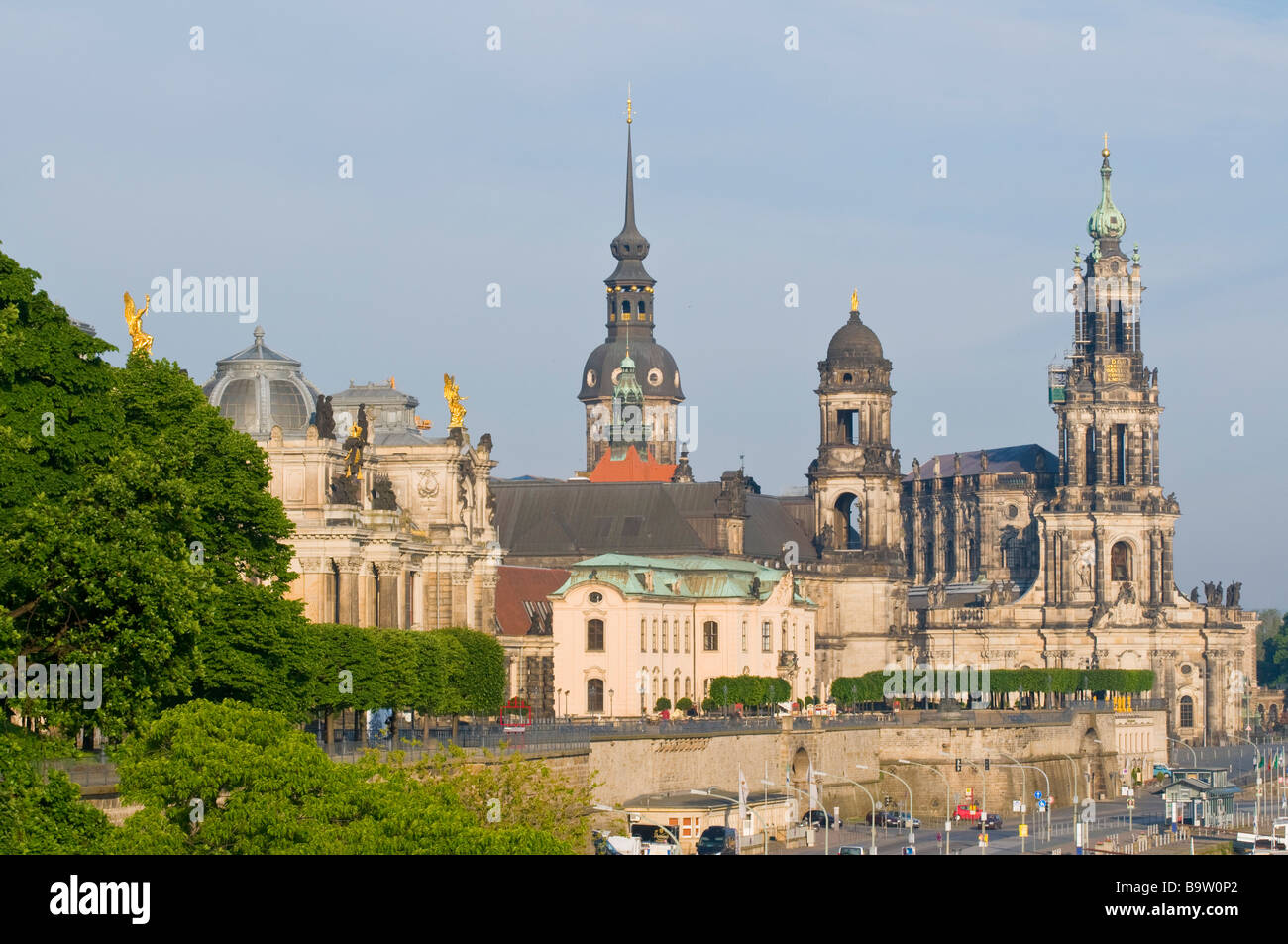 Blick über die Elbe auf barocke Altstadt historische Kulisse Brühlsche Terrasse Dresden Sachsen Deutschland - Stock Image