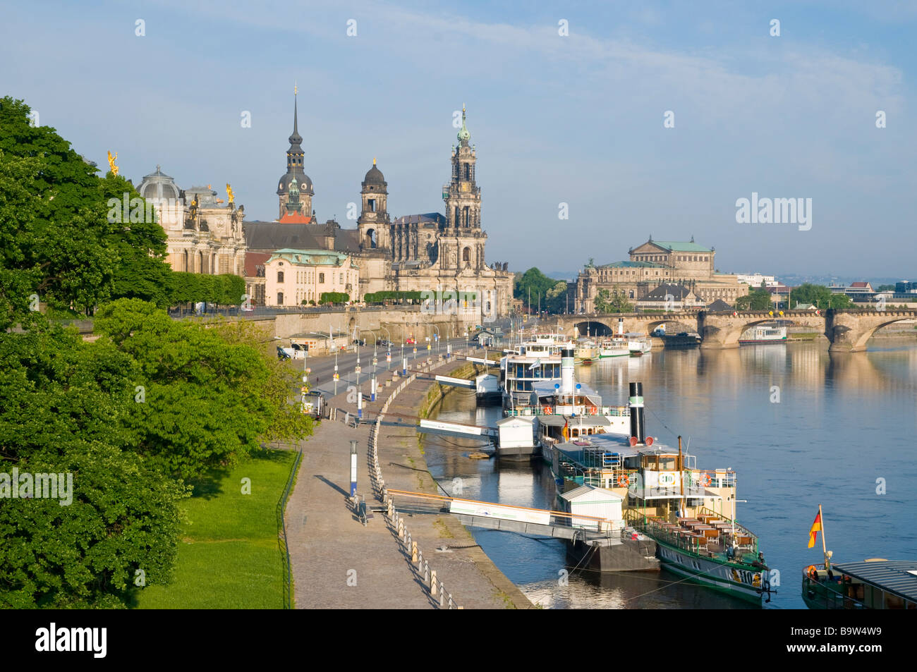 blick ber die elbe auf barocke altstadt historische kulisse stock photo 23294917 alamy. Black Bedroom Furniture Sets. Home Design Ideas