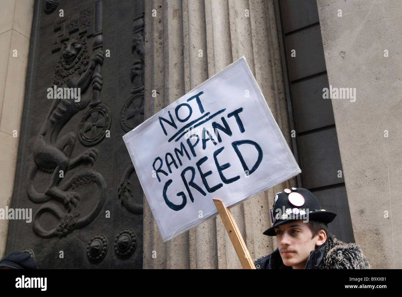 Credit Crunch G20 protest outside Bank of England Threadneedle Street April 1st 2009 Man protester  Not Rampant - Stock Image