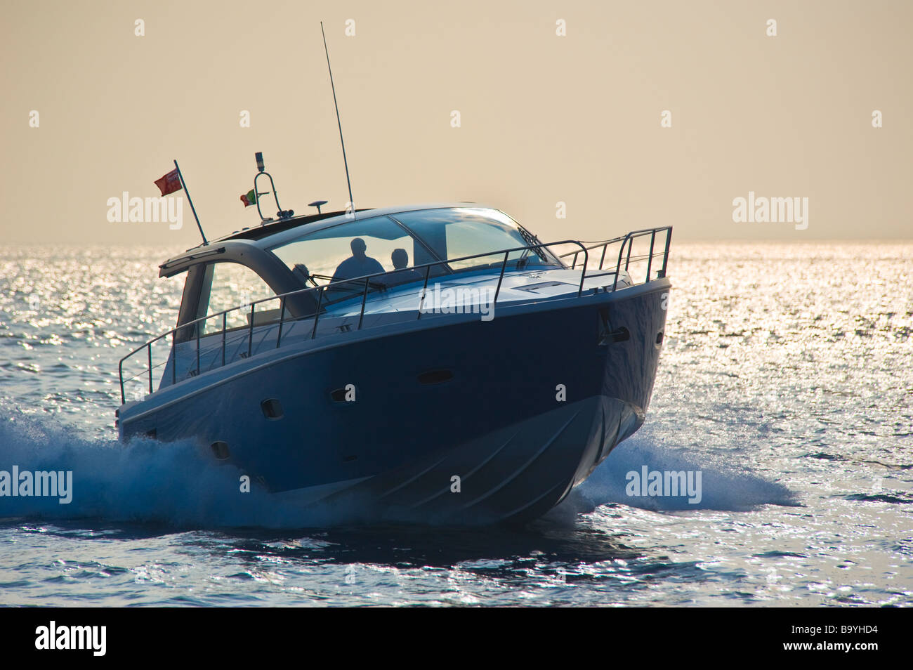 Sealin SC 47 powerboat cruising in the mediterranian sea | Sealine SC 47 Sportboot kreuzt im Mittelmeer - Stock Image