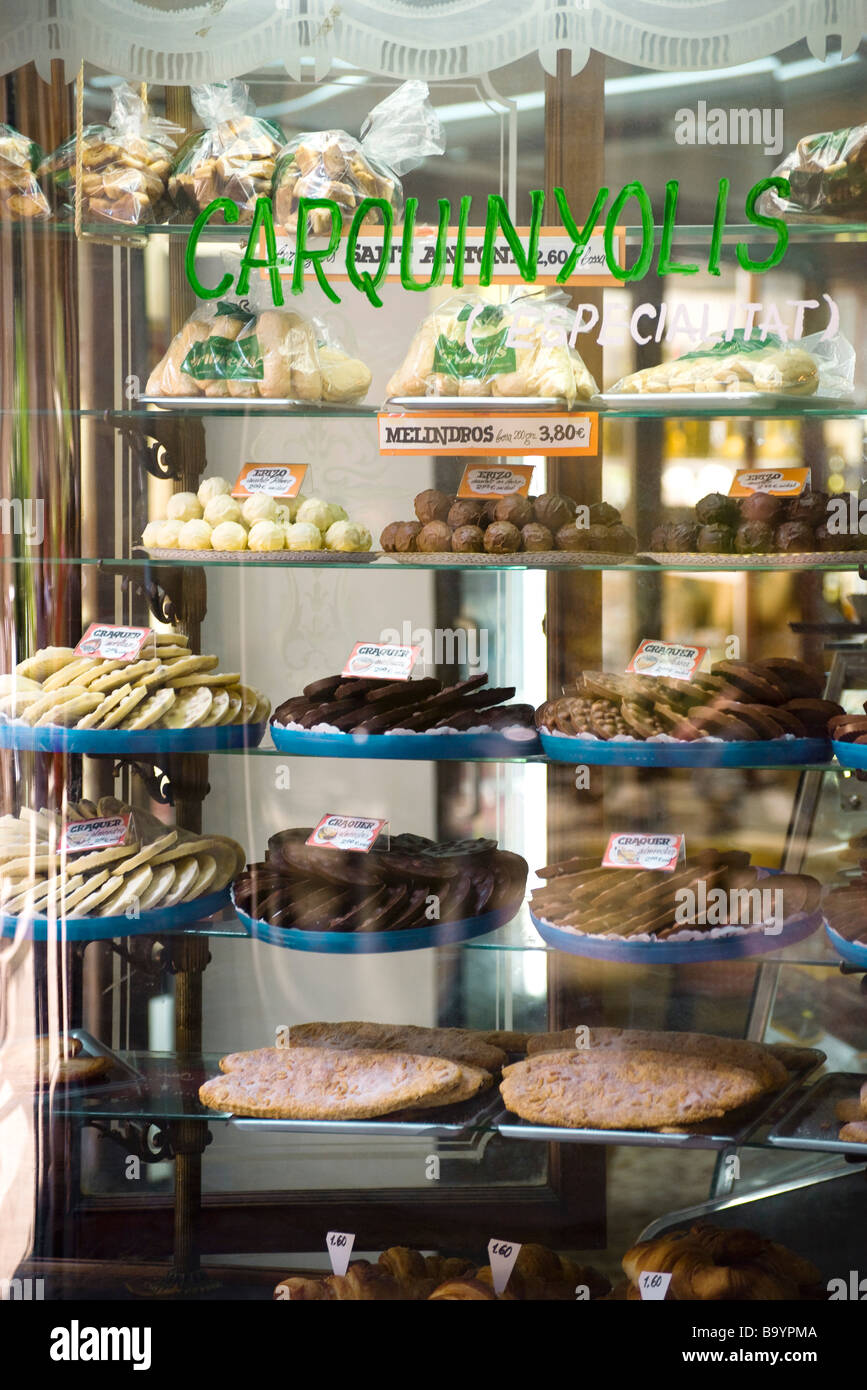 Bakery shop window display of assorted sweets - Stock Image