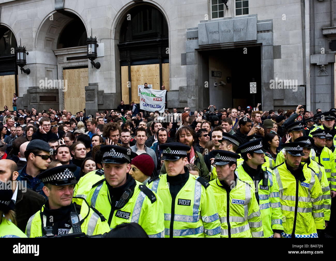 Metropolitan Police cordon at the G20 demonstration in the City of London. - Stock Image