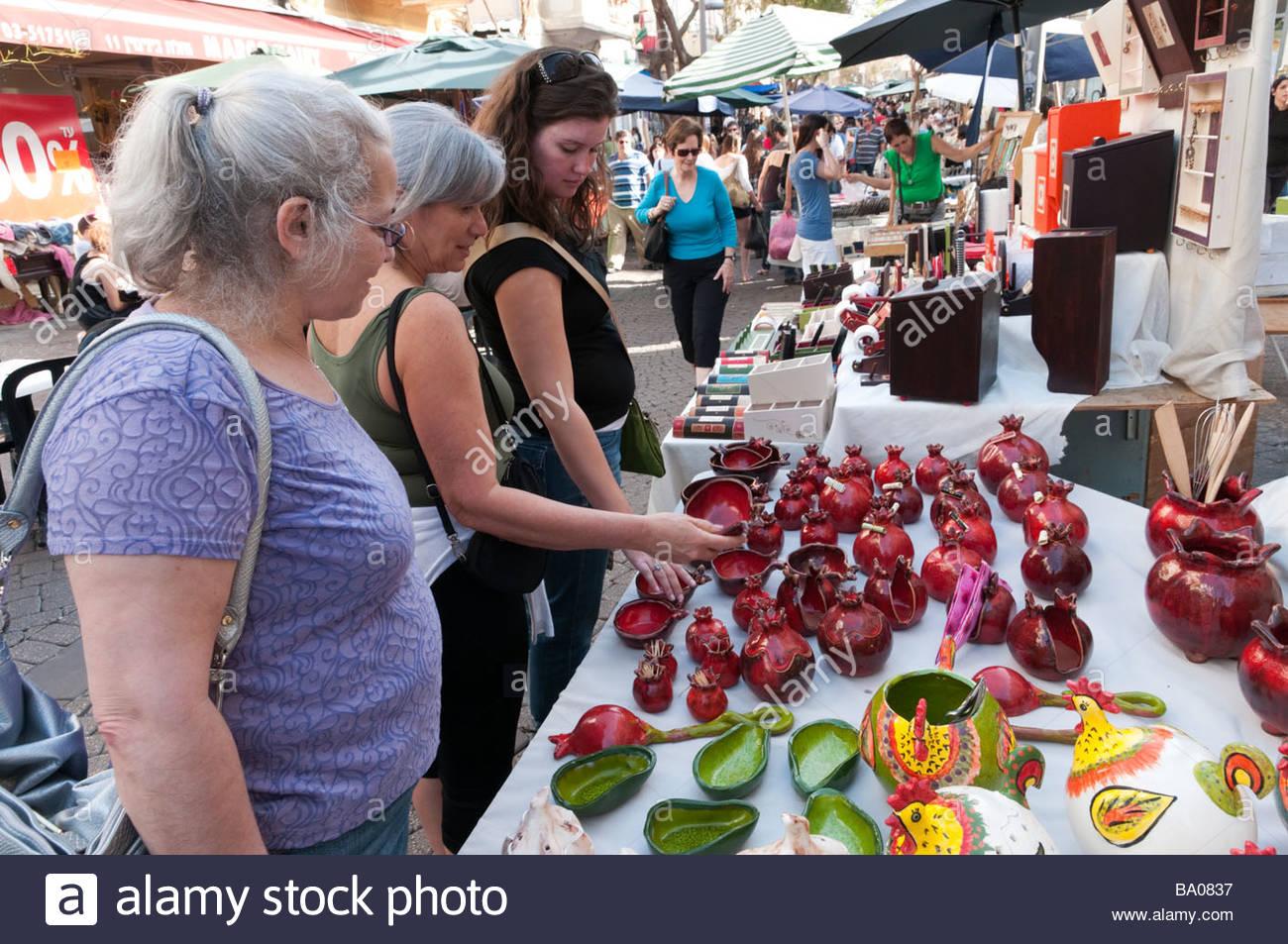 The craft market on a Friday on the Nachlat Binyamin Pedestrian Mall Tel Aviv Israel - Stock Image