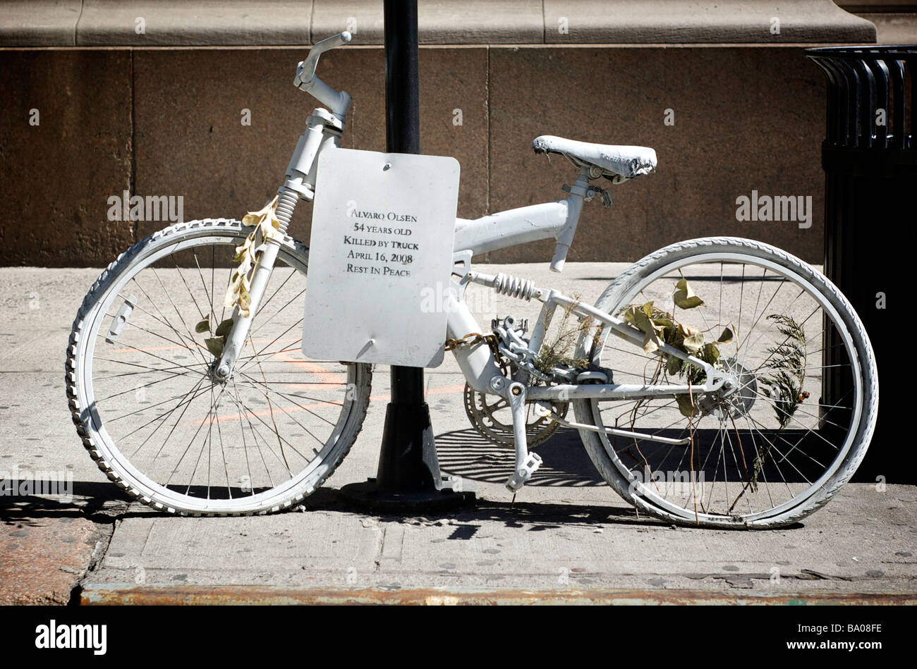 Ghost Bike in New York, Identifying the Name of a Bicyclist Killed by a Truck - Stock Image