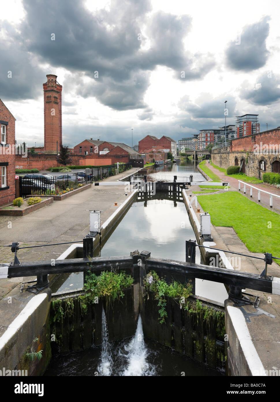 Lock on the Leeds Liverpool Canal near Granary Wharf, Leeds, West Yorkshire, England - Stock Image