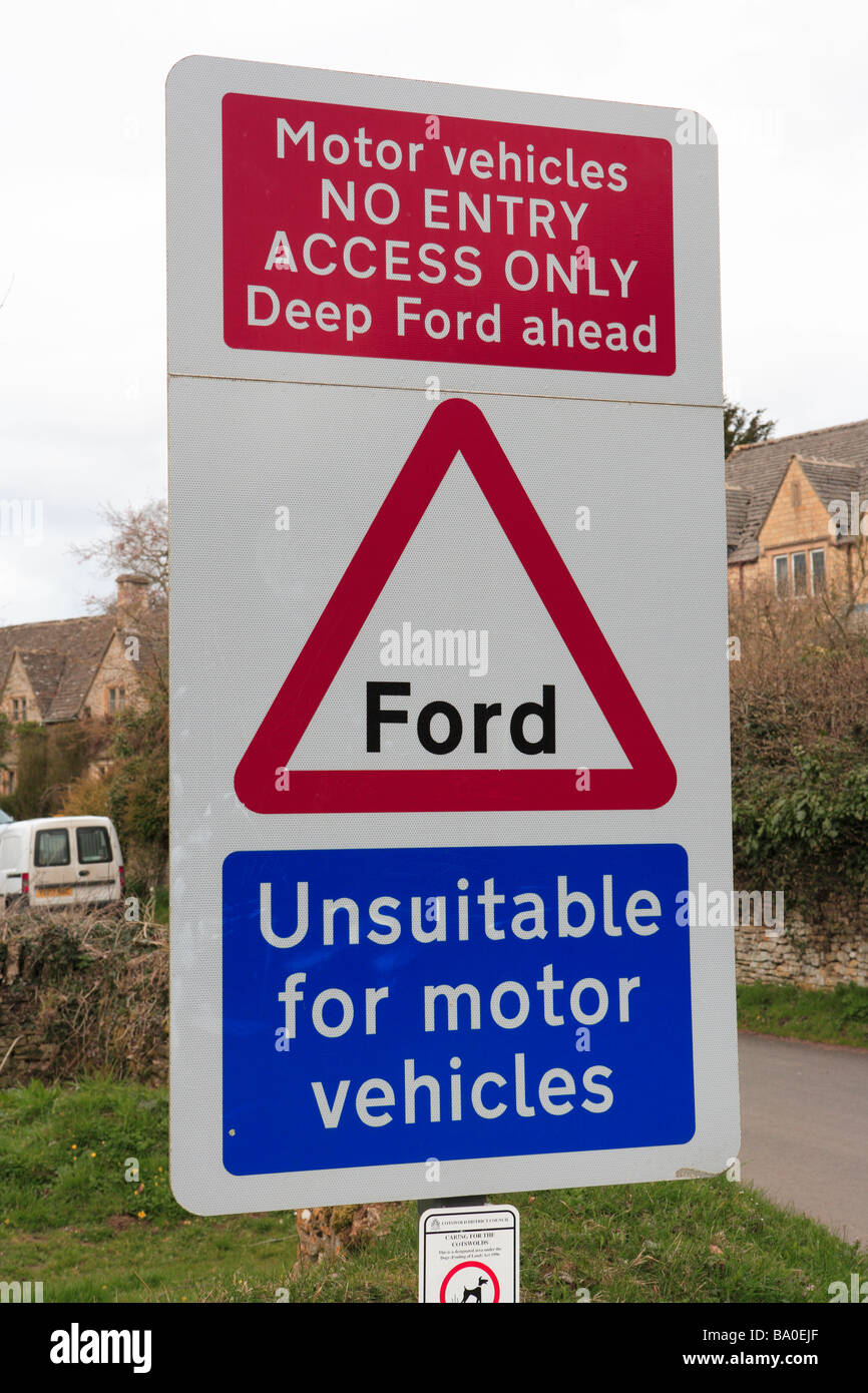 Unsuitable for Motor Vehicles road sign - Stock Image