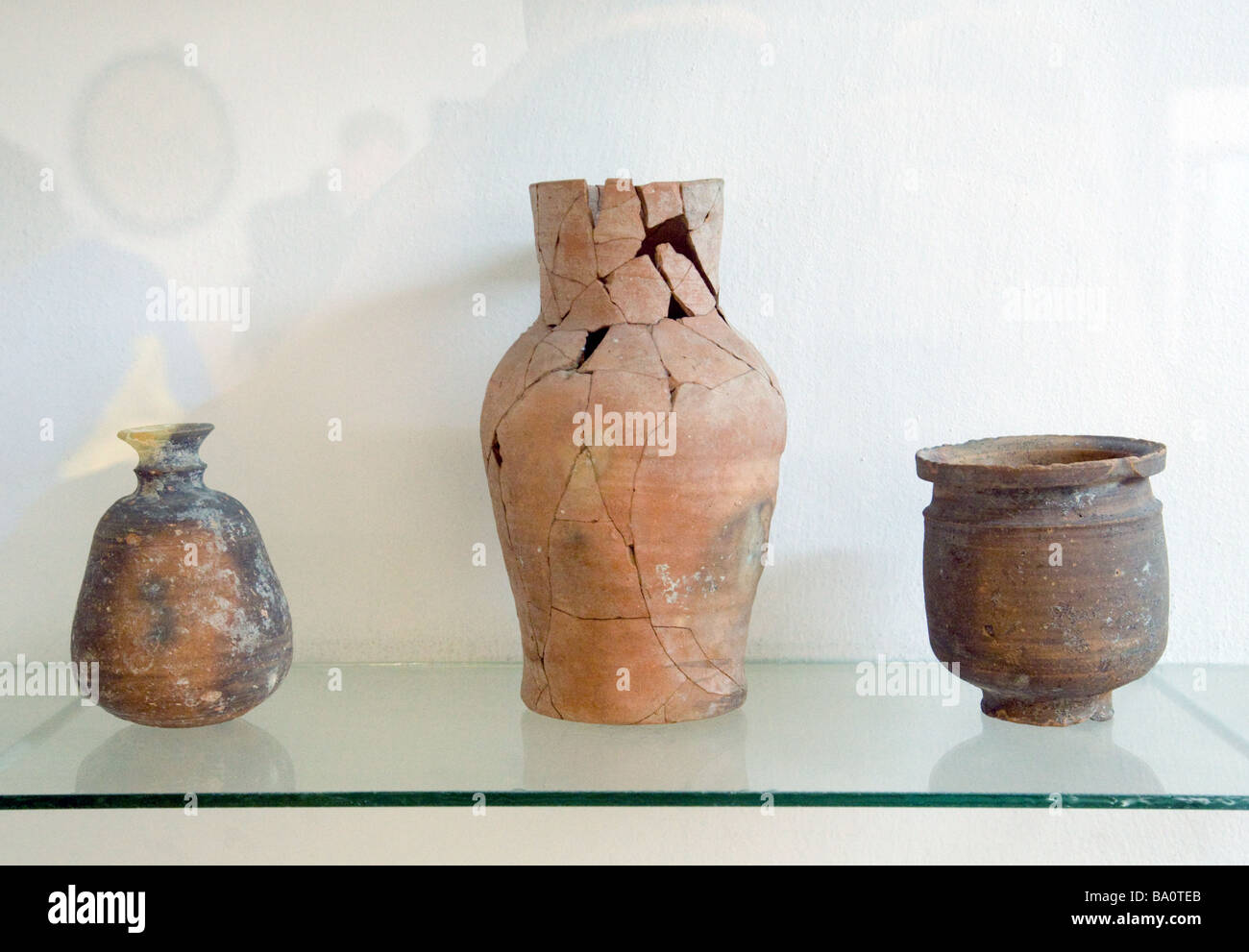 Byzantine age pottery vases, in the Museum of Archaeology, Jerash, Jordan - Stock Image