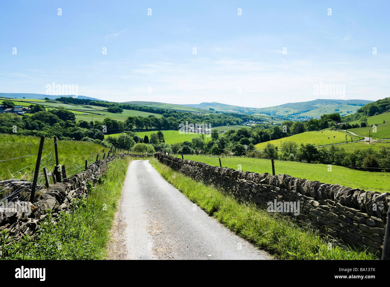 Country Lane in High Peak near Hayfield (between Glossop and Buxton), Peak District, Derbyshire, England, UK - Stock Image