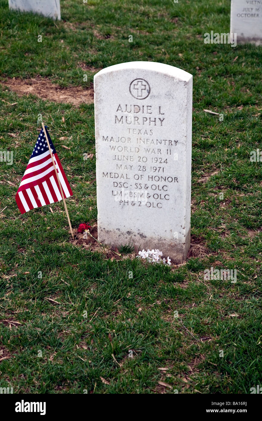 grave of audie l murphy actor hero at arlington national cemetery