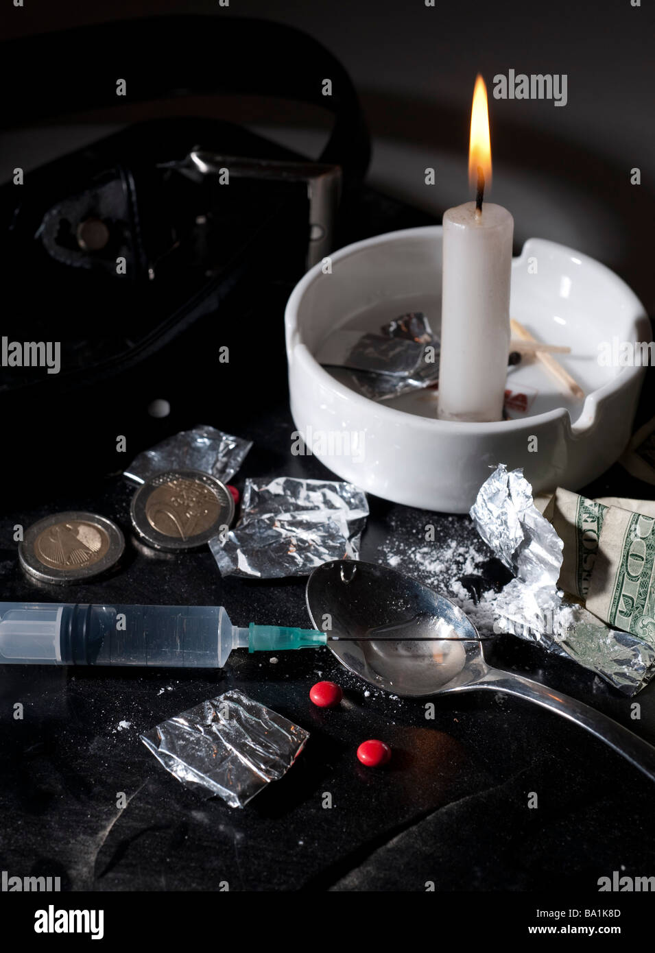 Drug abuse concept Heroin shoot up tools and drugs and money - Stock Image