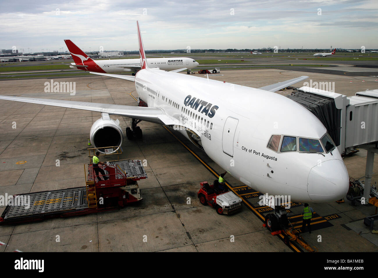 A Qantas Boeing 767-338ER aircraft sits on the tarmac at Sydney Kingsford Smith International Airport - Stock Image