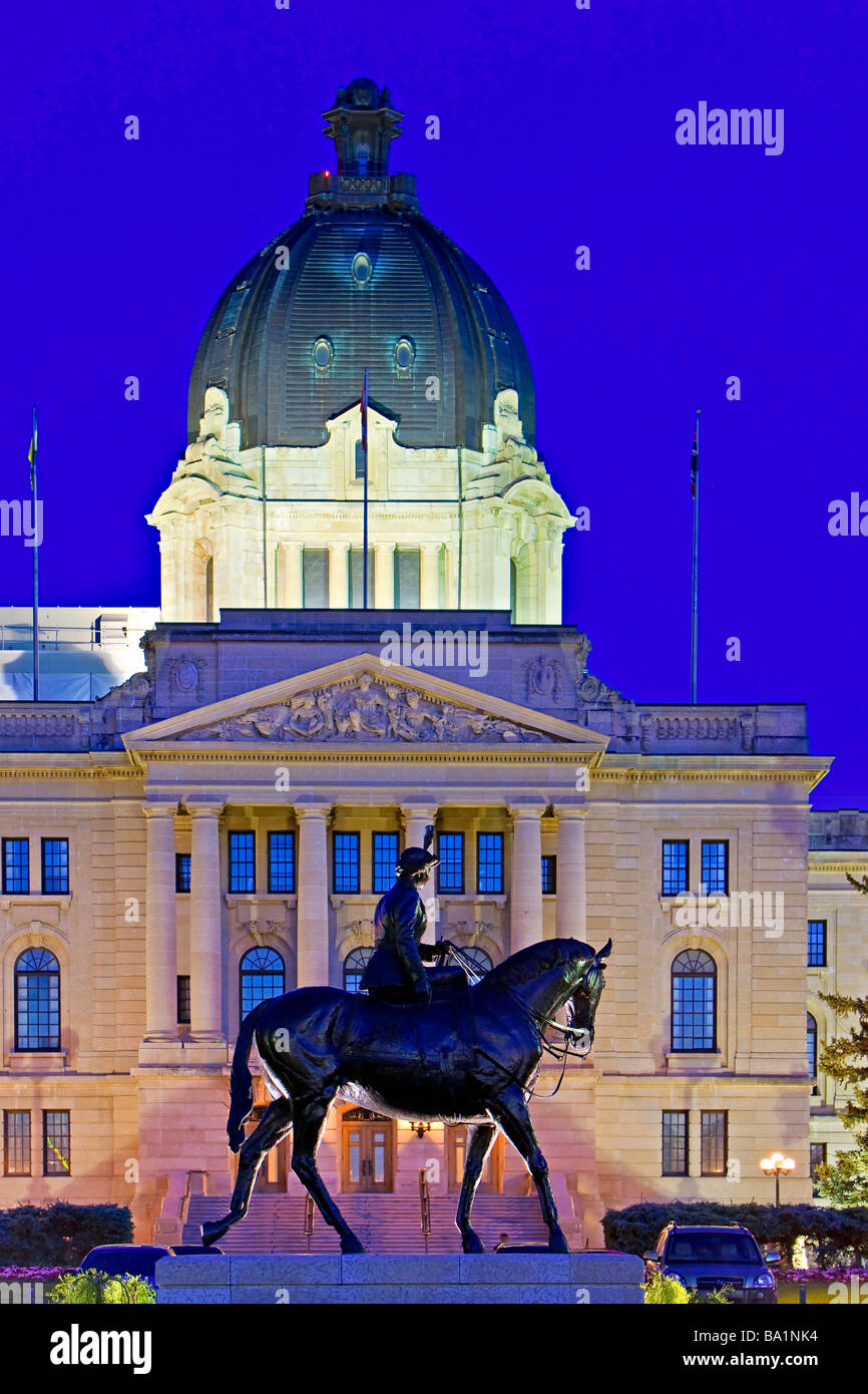 Equestrian statue of Queen Elizabeth II backdropped by the Legislative Building in the city of Regina Saskatchewan - Stock Image