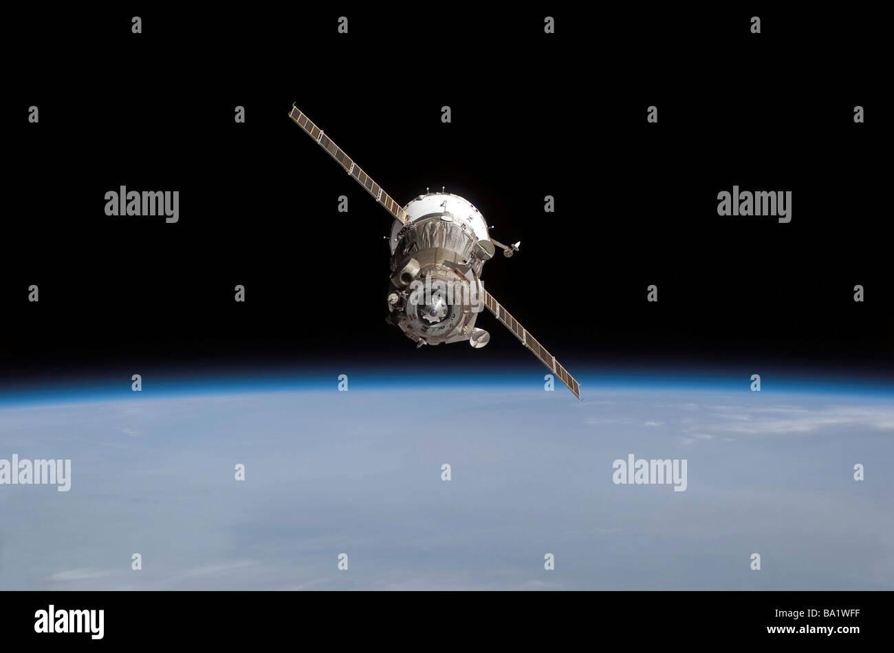 The Soyuz TMA-11 spacecraft above Earth's horizon. - Stock Image