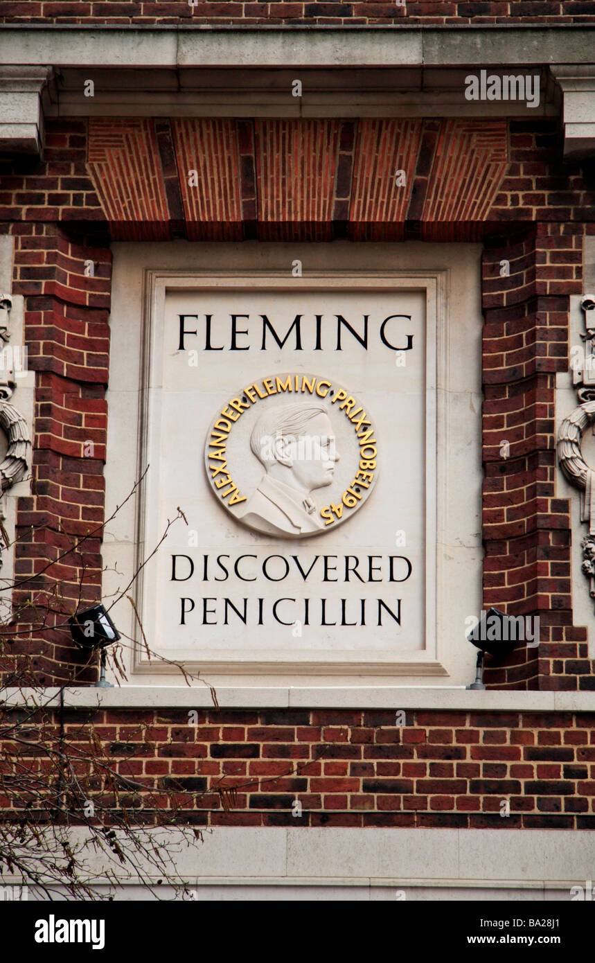 A large memorial plaque on the St Mary's Hospital building in which Alexander Fleming discovered penicillin - Stock Image