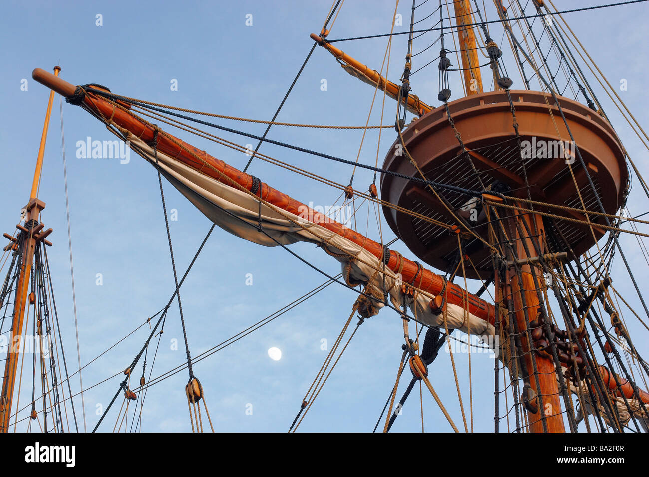 The moon visible between block and tackle rigging on a Jamestown Settlement ship - Stock Image