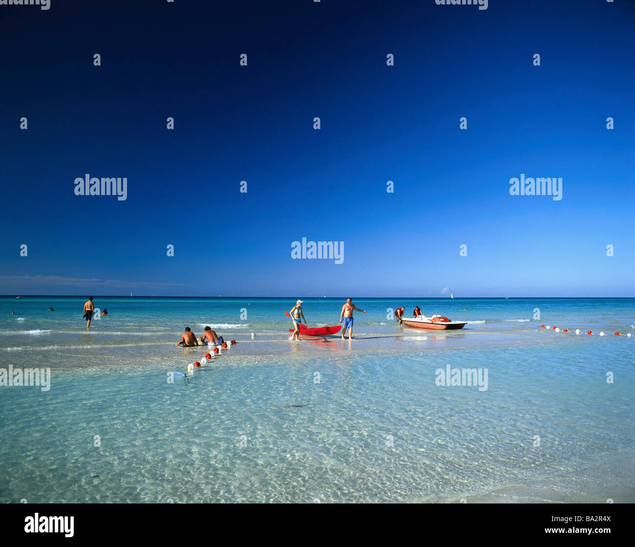 Caribbean water shallow swimmers no models release sea beach-proximity tourists water sits cooling bath-fun relaxen - Stock Image