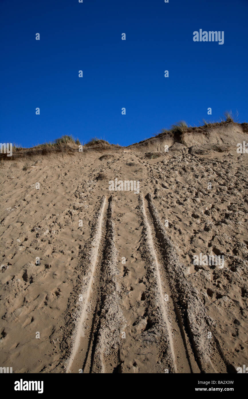 vehicle tracks in the sands dunes at Lagg on five finger strand on the inishowen peninsula county donegal republic - Stock Image