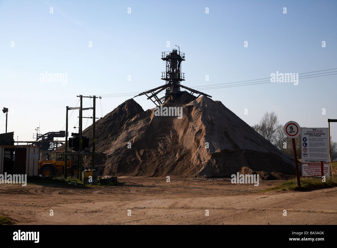 northstone sand extraction and processing plants on the shores of lough neagh county antrim northern ireland - Stock Image