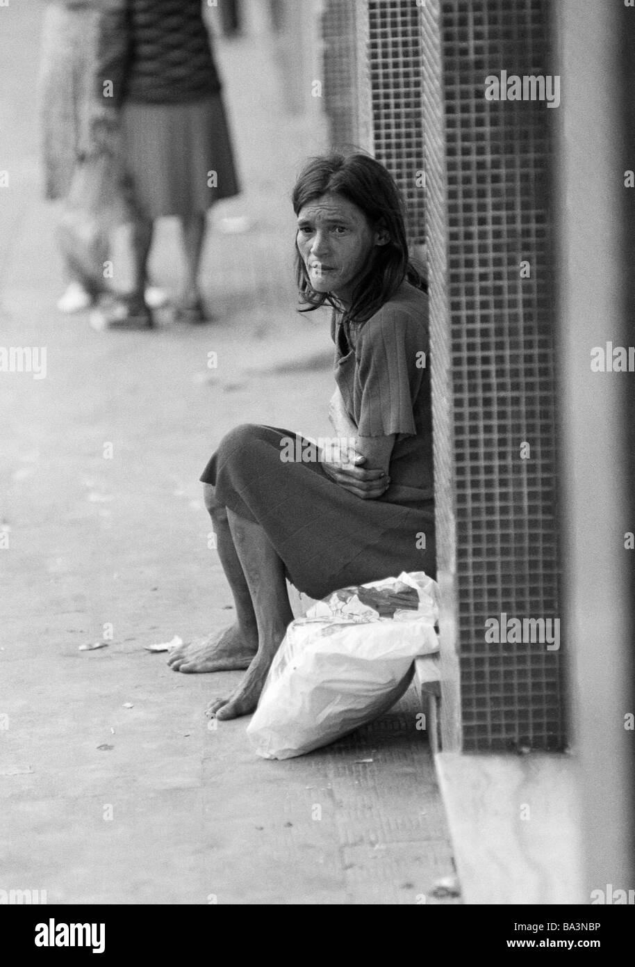 Seventies, black and white photo, people, poorness, beggar-woman sits at the roadside, aged 40 to 60 years, Brazil, - Stock Image