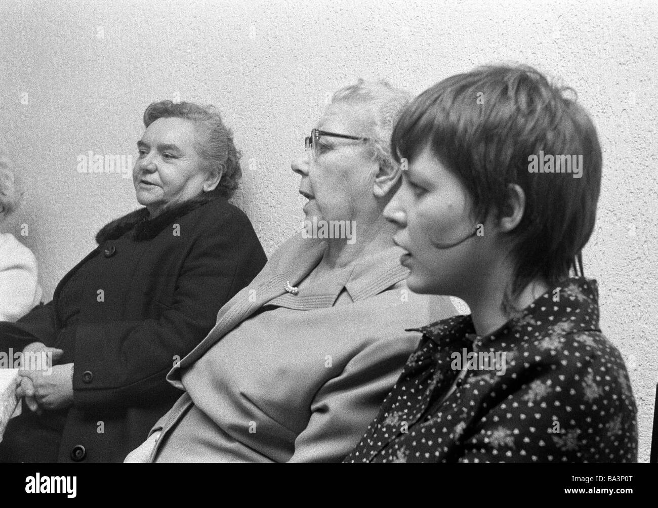 Seventies, black and white photo, people, two older women and a young woman sit together, aged 70 to 80 years, aged - Stock Image