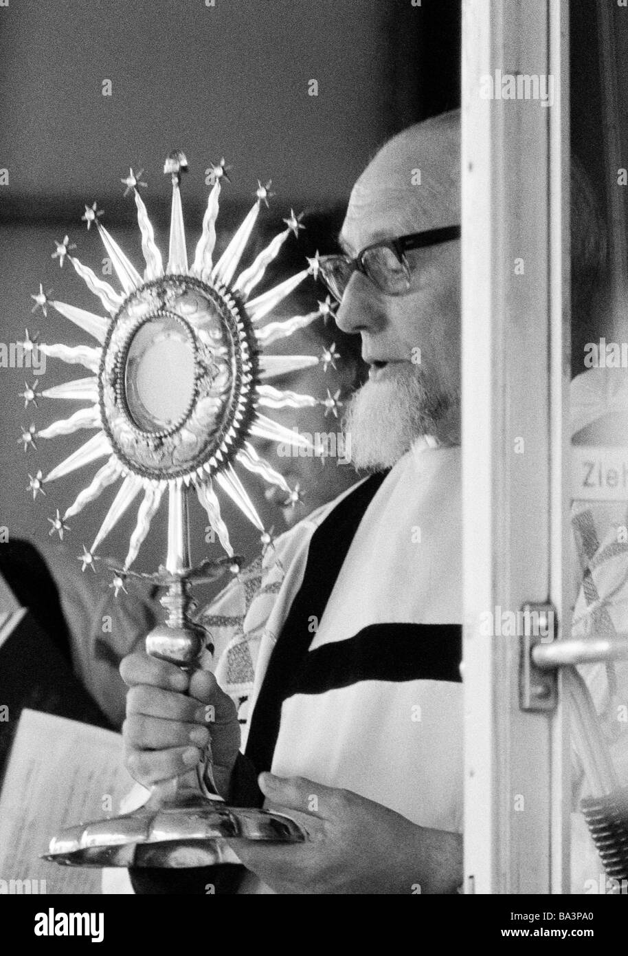 Seventies, black and white photo, religion, Christianity, Corpus Christi, priest carries the solar monstrance, aged - Stock Image