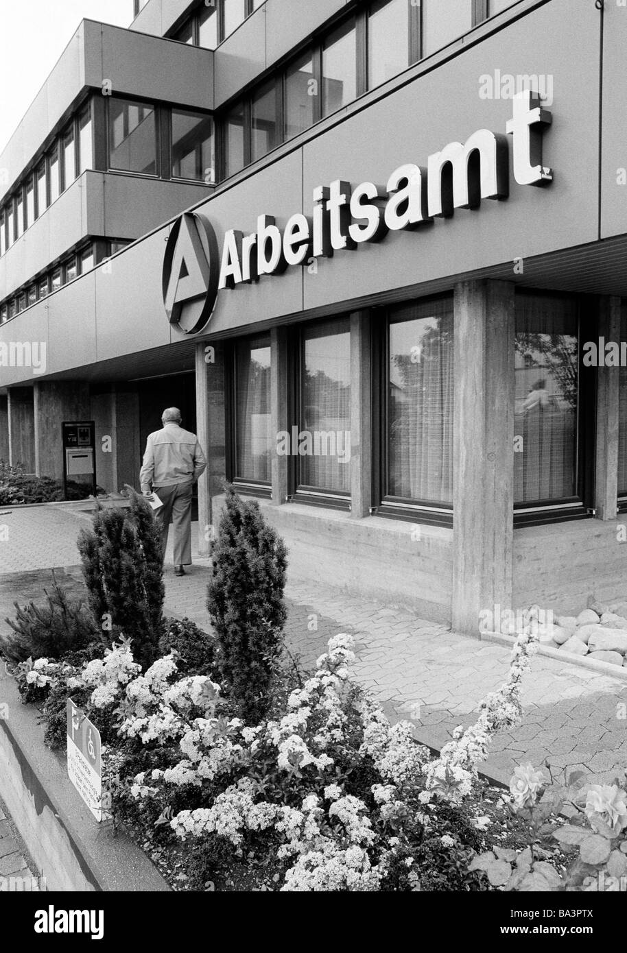 Eighties, black and white photo, people, older man walks to the employment office, administration building, D-Balingen, - Stock Image