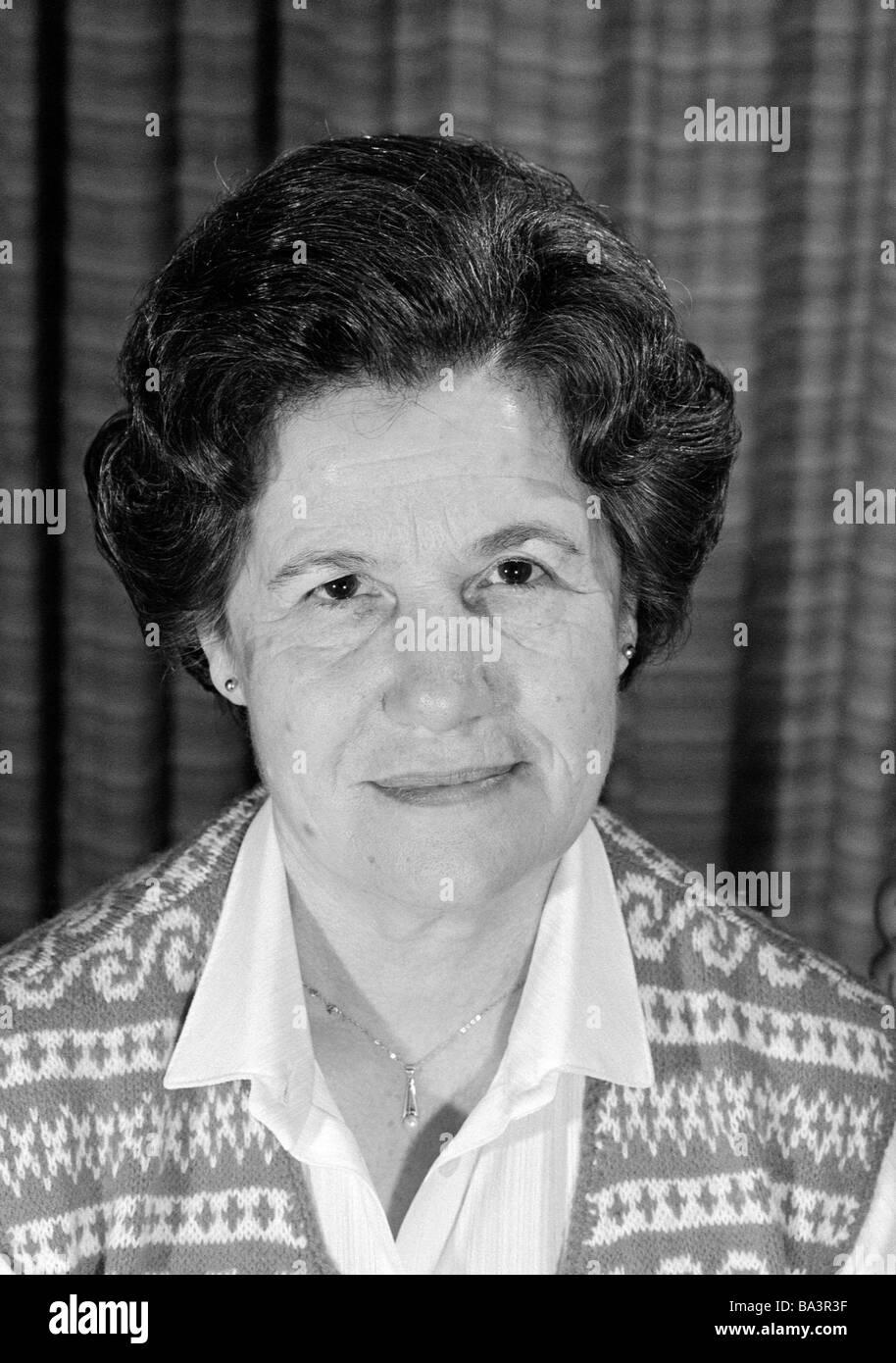 Eighties, black and white photo, people, elder woman, portrait, aged 60 to 70 years, Frieda Stock Photo