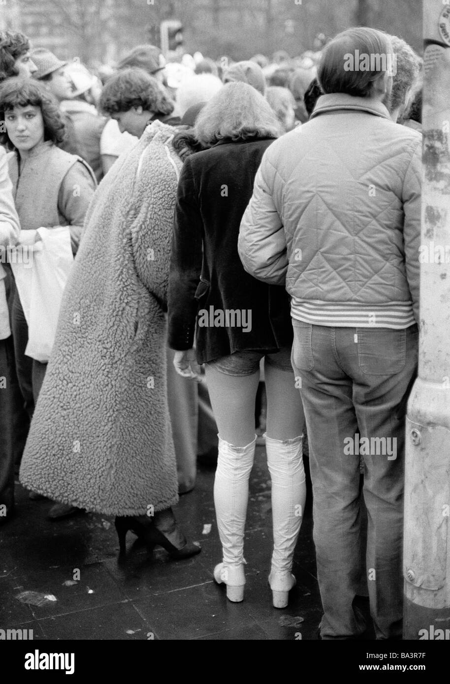 Eighties, black and white photo, people, Rhenish carnival, Rose Monday parade 1981, visitors watching the parade, - Stock Image