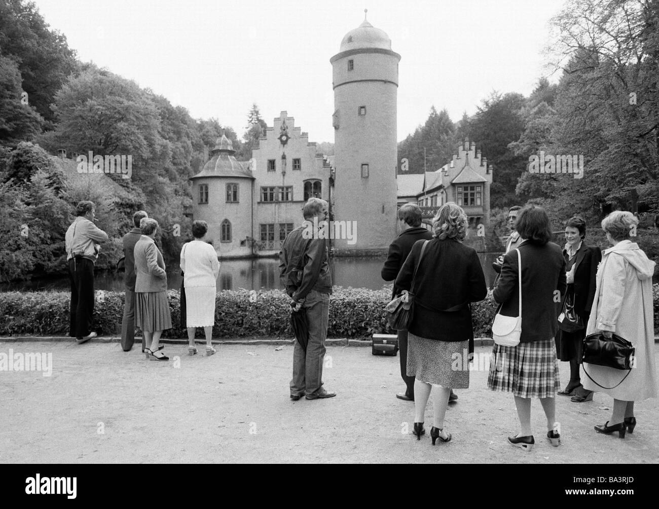 Eighties, black and white photo, tourism, people at the Castle Mespelbrunn, moated castle, renaissance, D-Mespelbrunn, - Stock Image