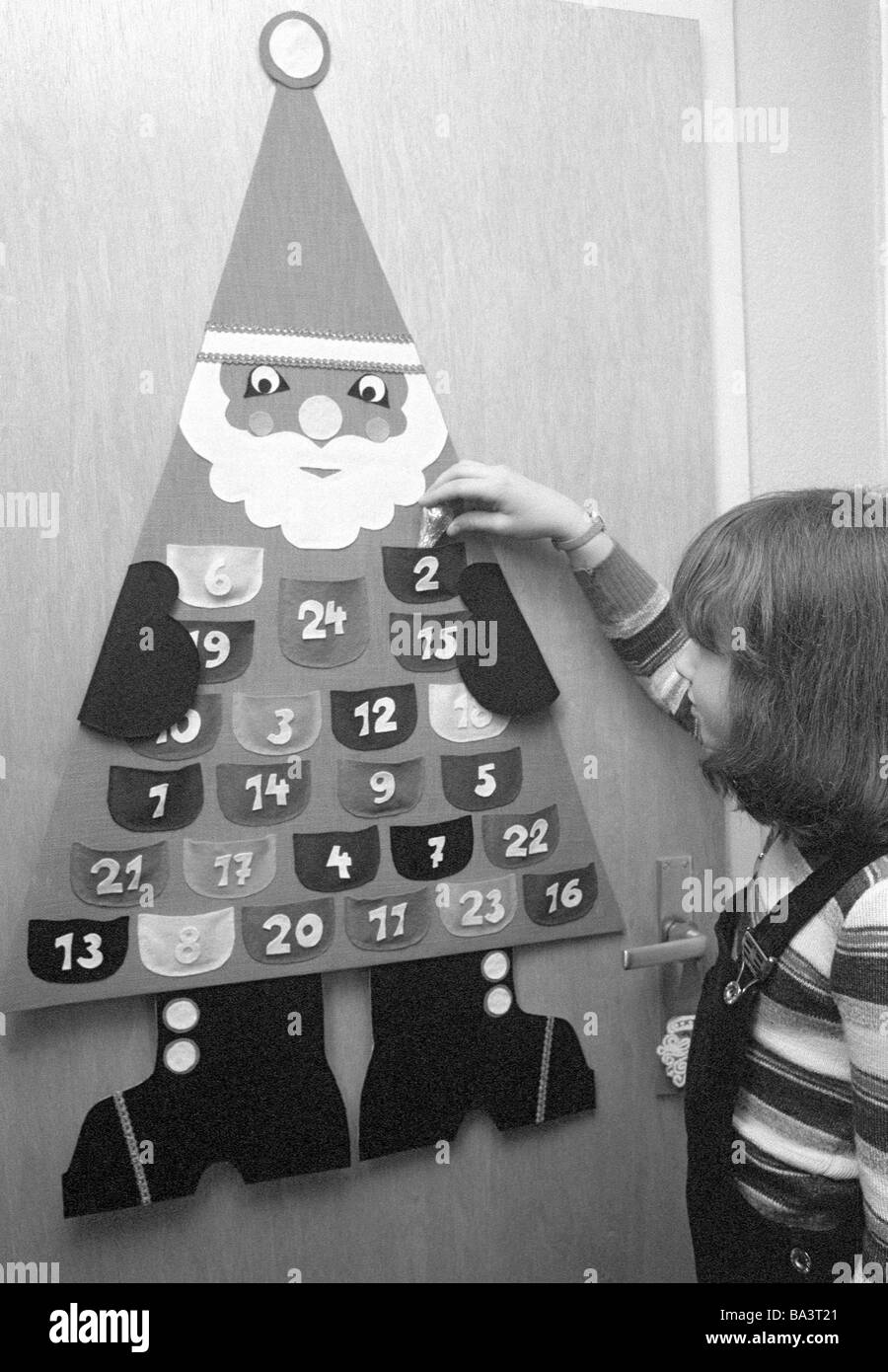 Seventies Black And White Photo Christmas Advent Little Girl Opens A Window Of The Calendar Aged 4 To 7 Years Babette