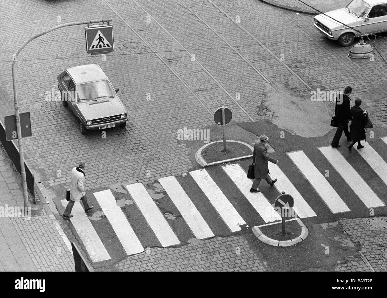 Seventies, black and white photo, road traffic, people cross the street on a cebra crossing, waiting cars, D-Oberhausen, - Stock Image
