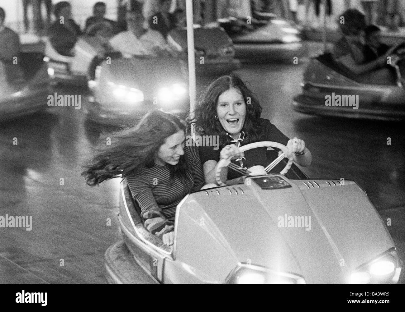 Seventies, black and white photo, people, two young girls in a dodgem car, kermess, funfair, parish fair, aged 18 - Stock Image