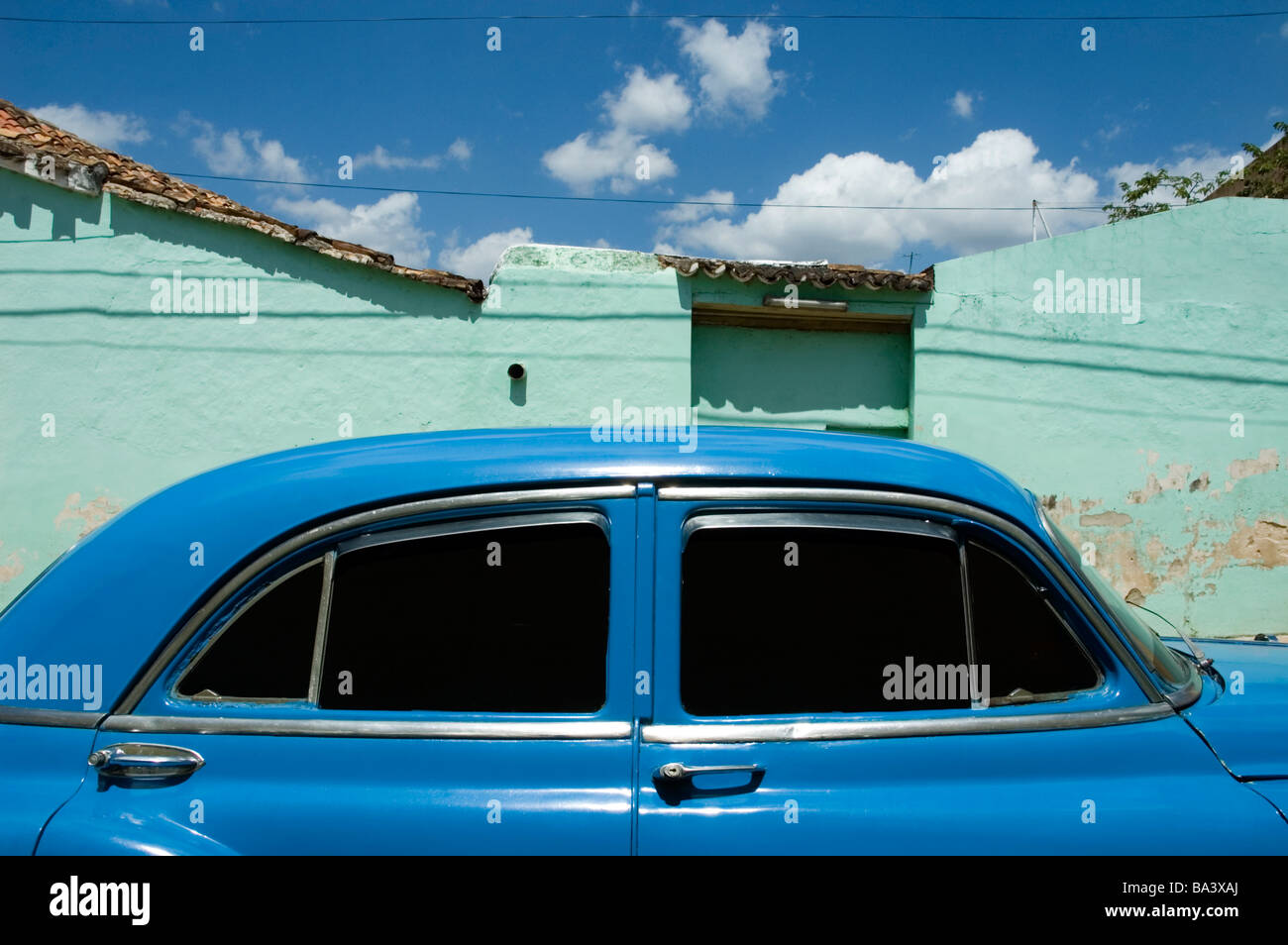 CUBA Trindad An American 1950 s car in front of a painted house March 2009 Stock Photo
