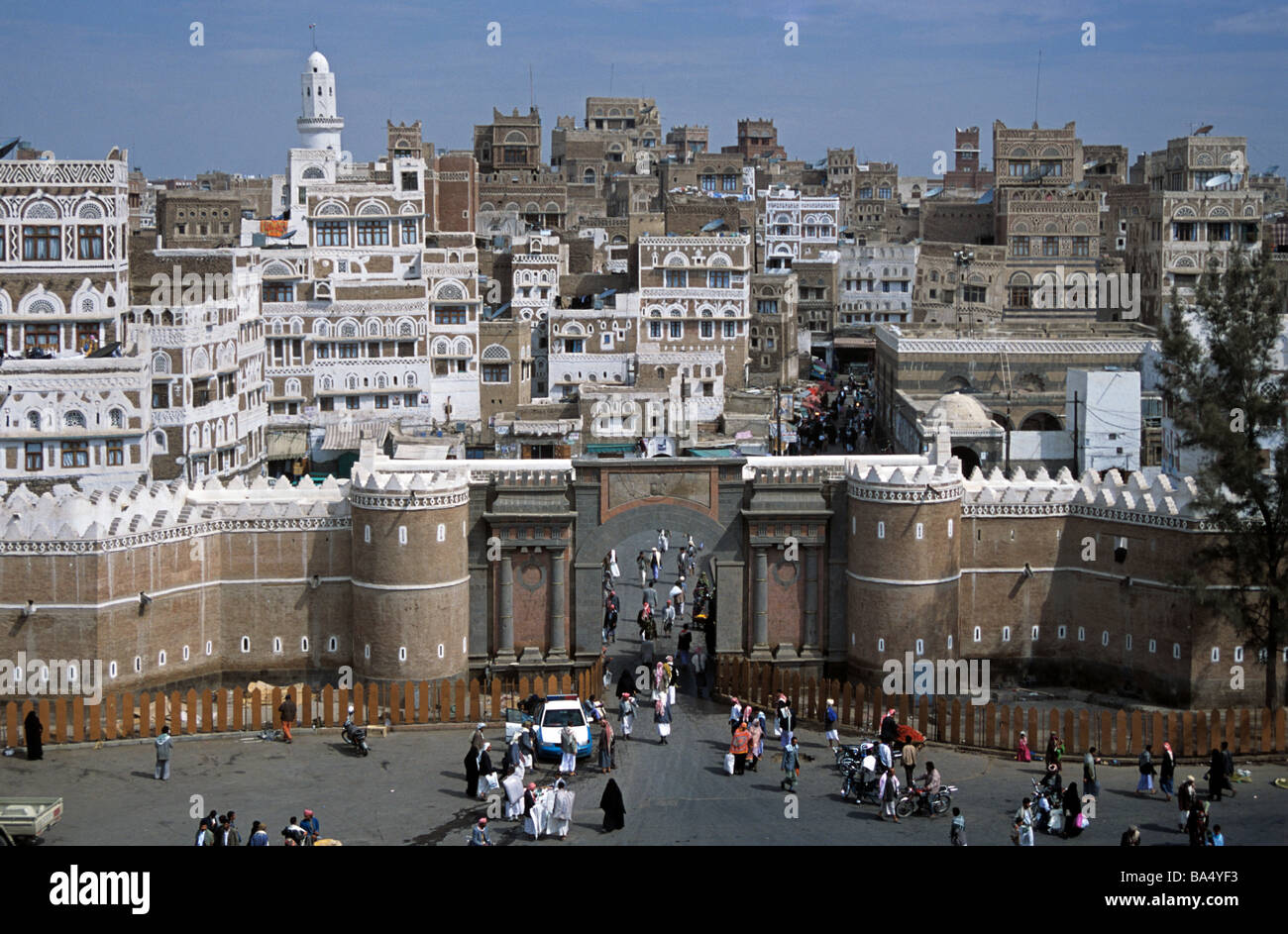City View over Bab-al Yemen Town Gate & City Walls with Old Town & Tower Houses Beyond, Sana'a Sana - Stock Image