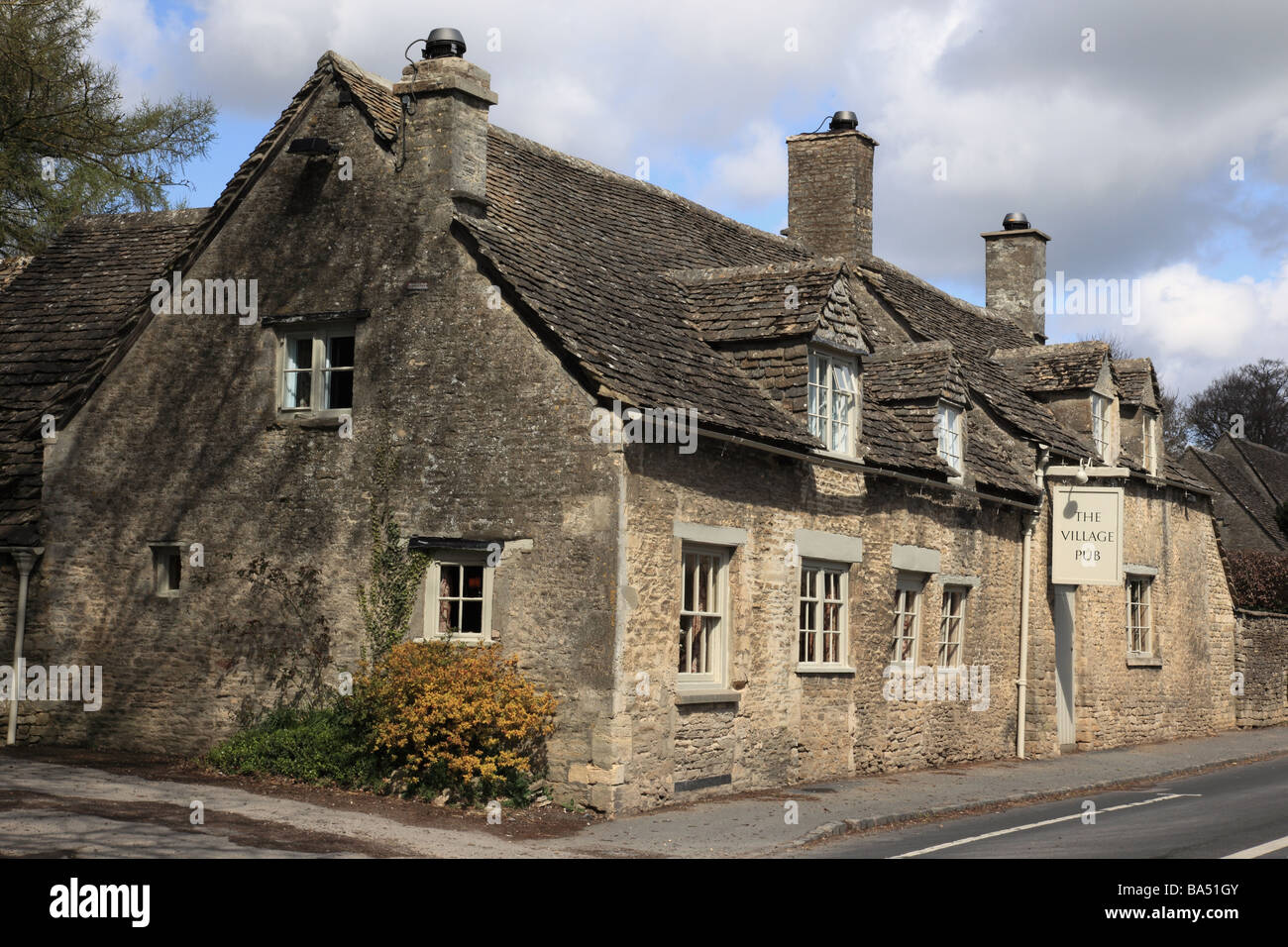 The Village Pub in Barnsley, The Cotswolds, England - Stock Image