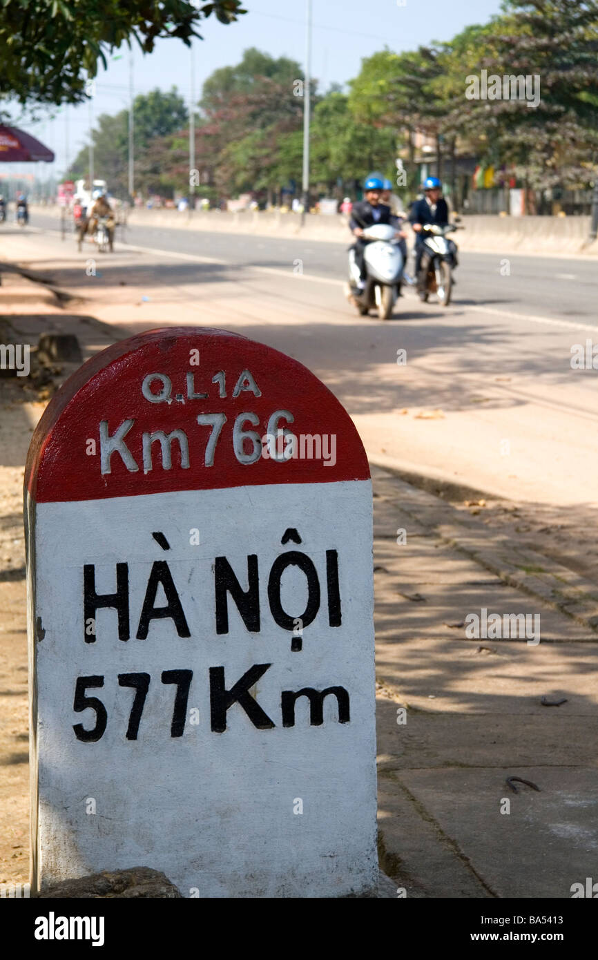 Milepost in Kilometers showing the distance from Quang Tri to Hanoi on the National Highway 1 Vietnam - Stock Image