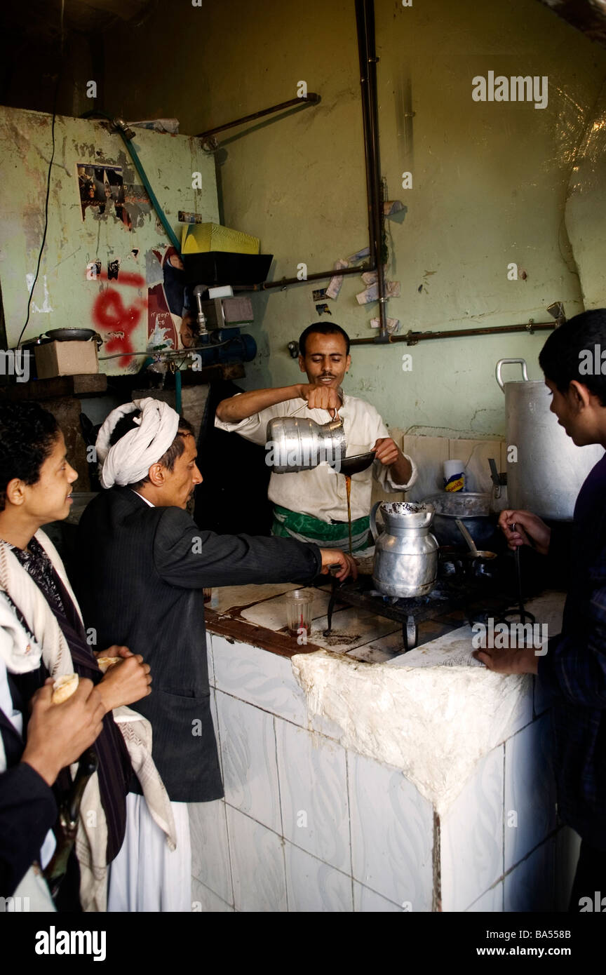 A Yemeni merchant pouring tea at a tea house in the old City of Sana'a, Yemen. - Stock Image