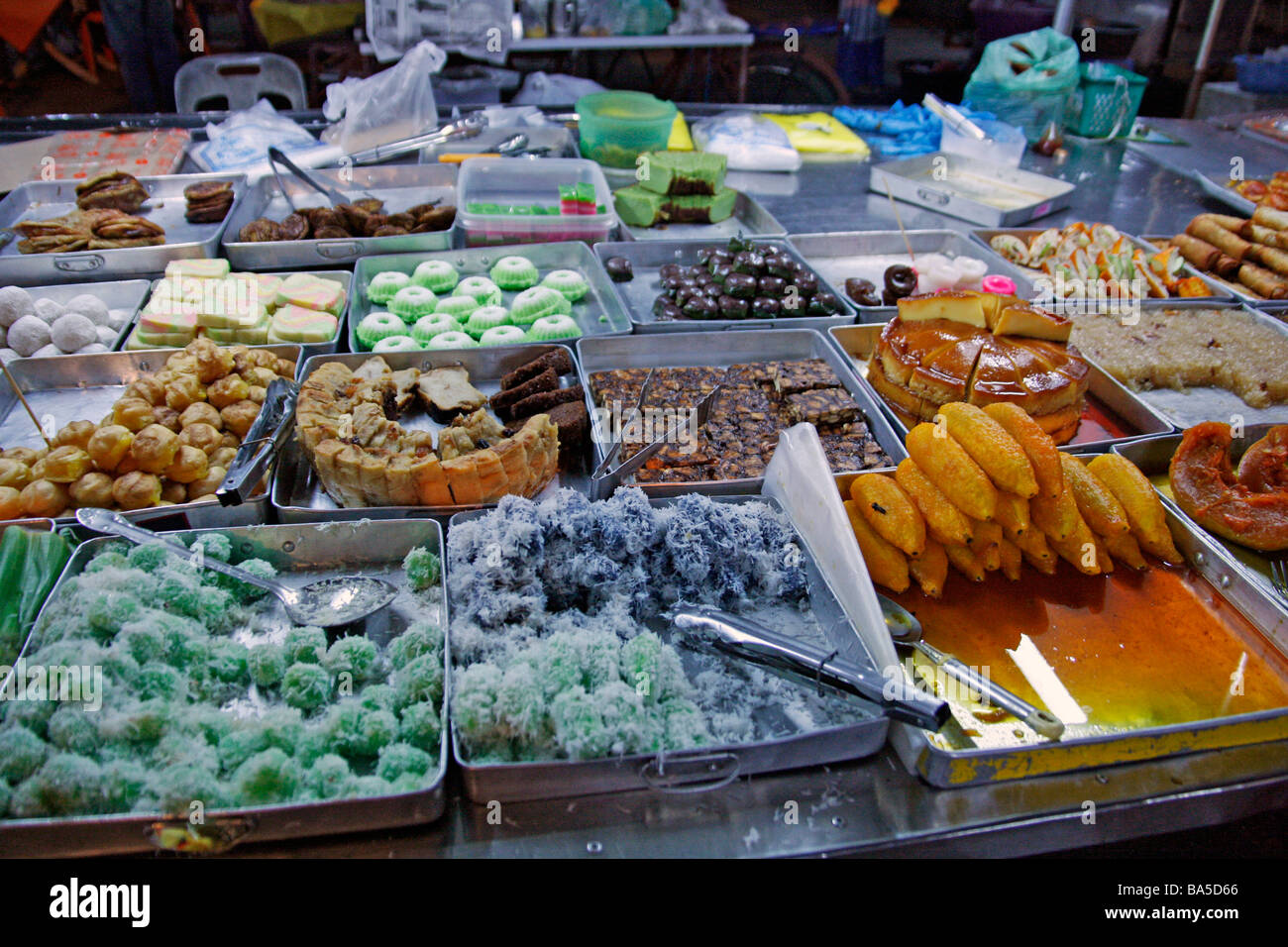 Malay sweets (kuih) on sale at a night market in Kota Bharu - Stock Image