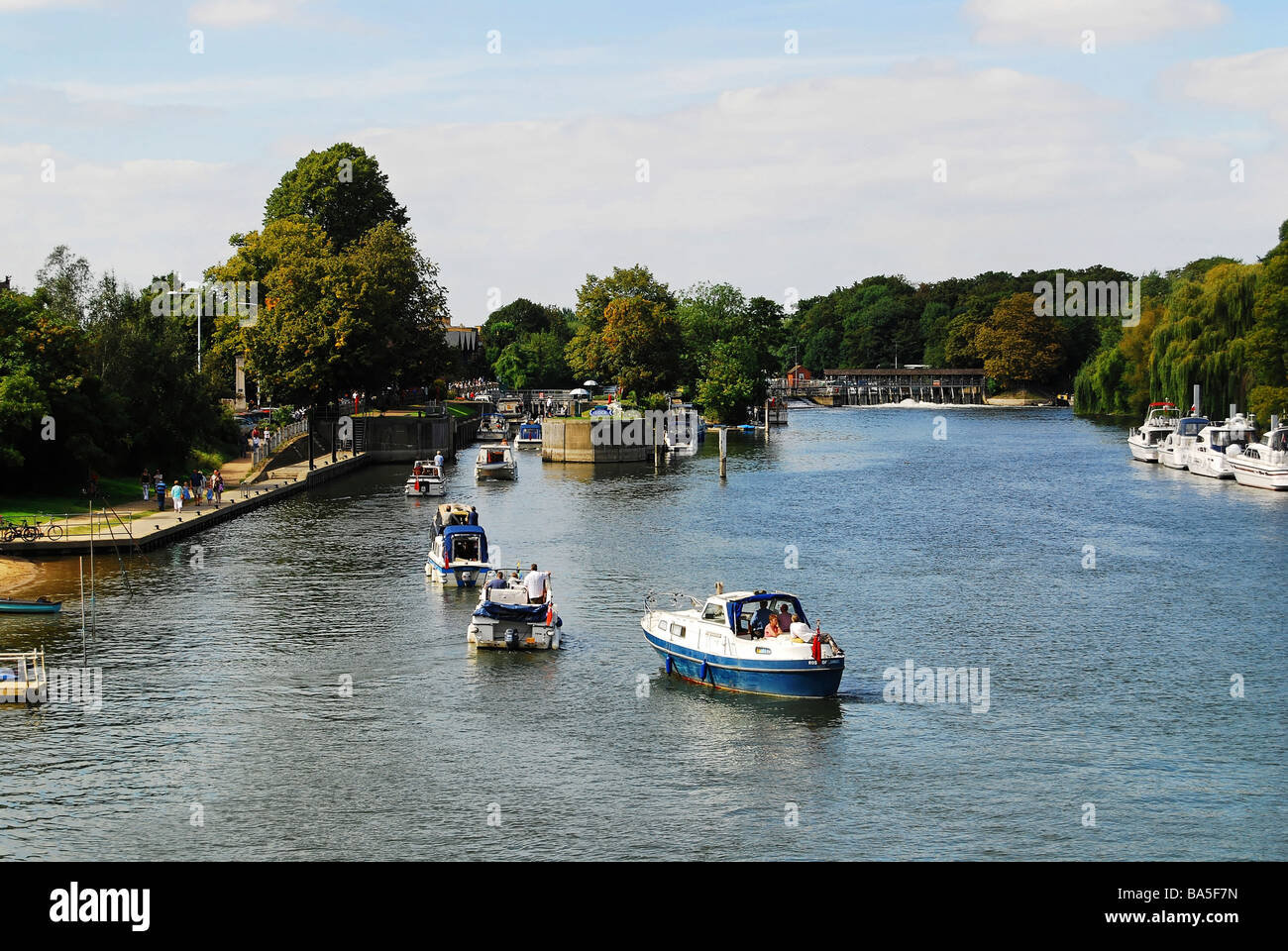 Boats line the River Thames Lock at Hampton Court Stock Photo