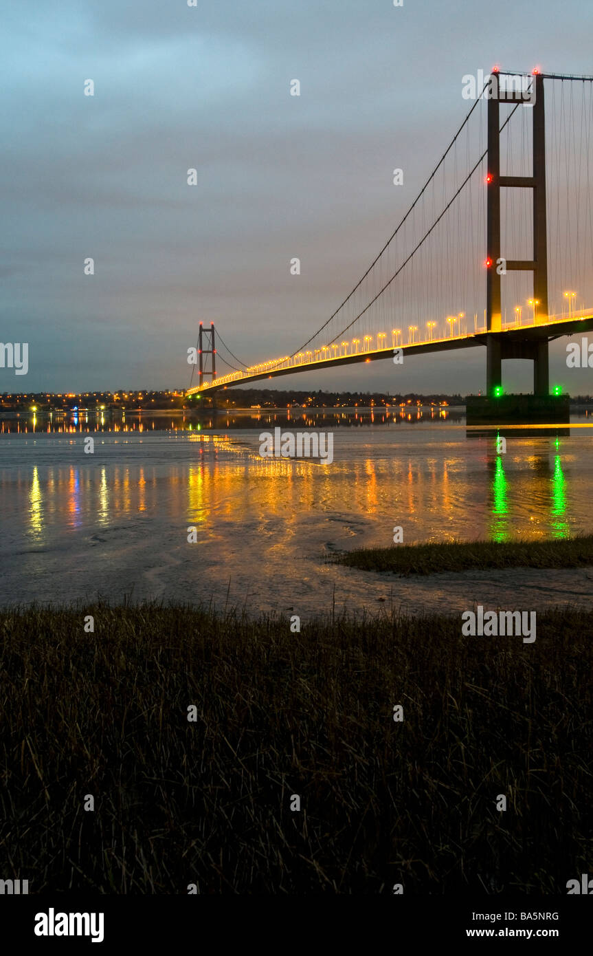 The Humber Bridge from the south bank at night - Stock Image