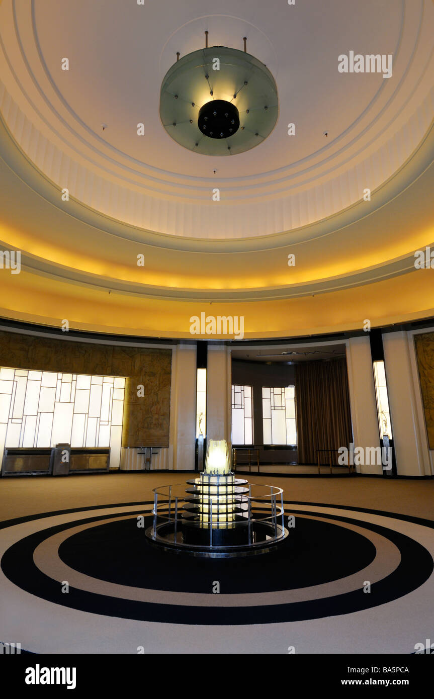 Lalique fountain with alcove windows of the Art Moderne Round Room restaurant designed by Jacuques Carlu Toronto Stock Photo