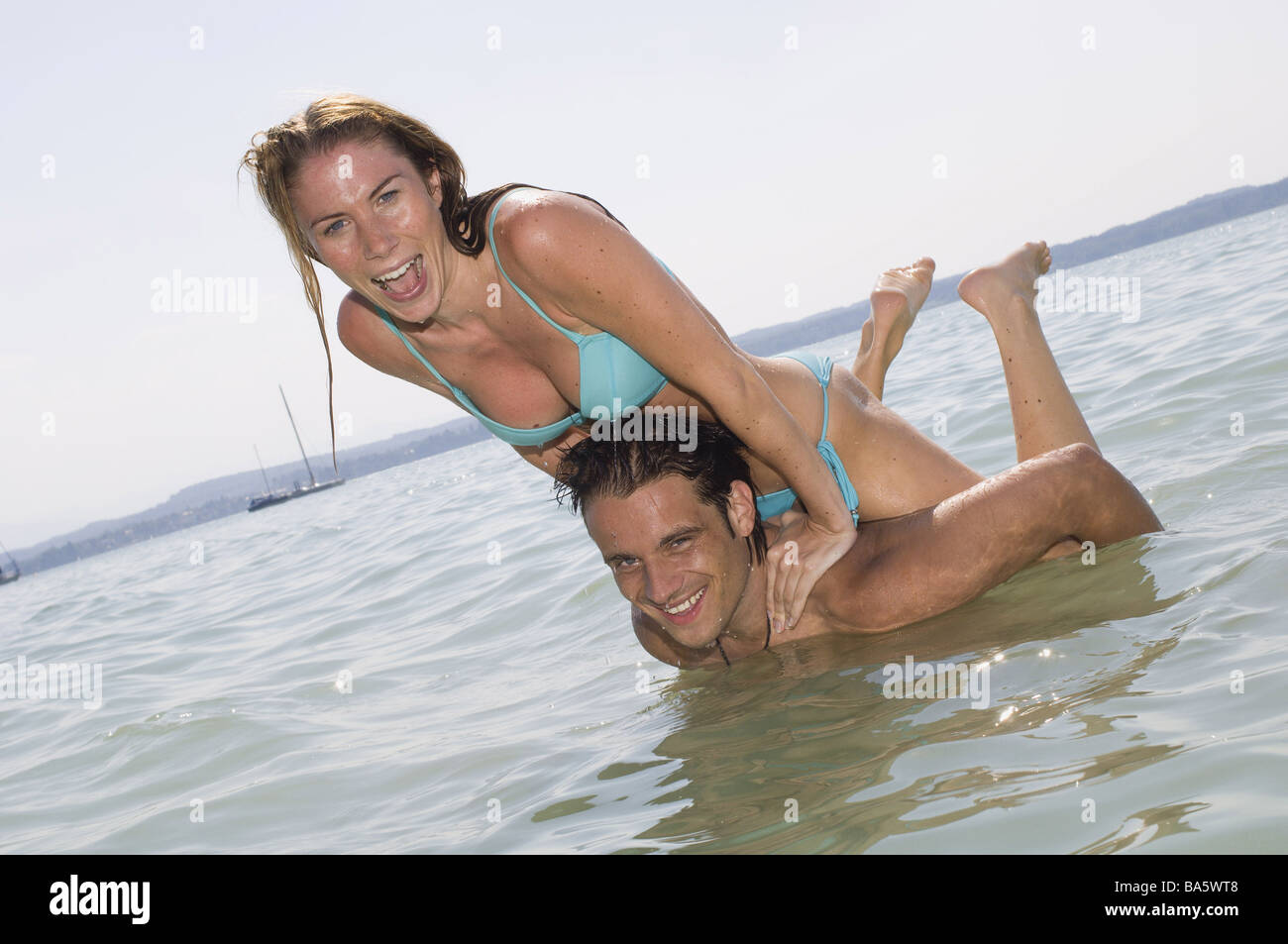Sea pair water falls in love stands romps about omitted series people love-pair gaze camera refreshment cooling - Stock Image