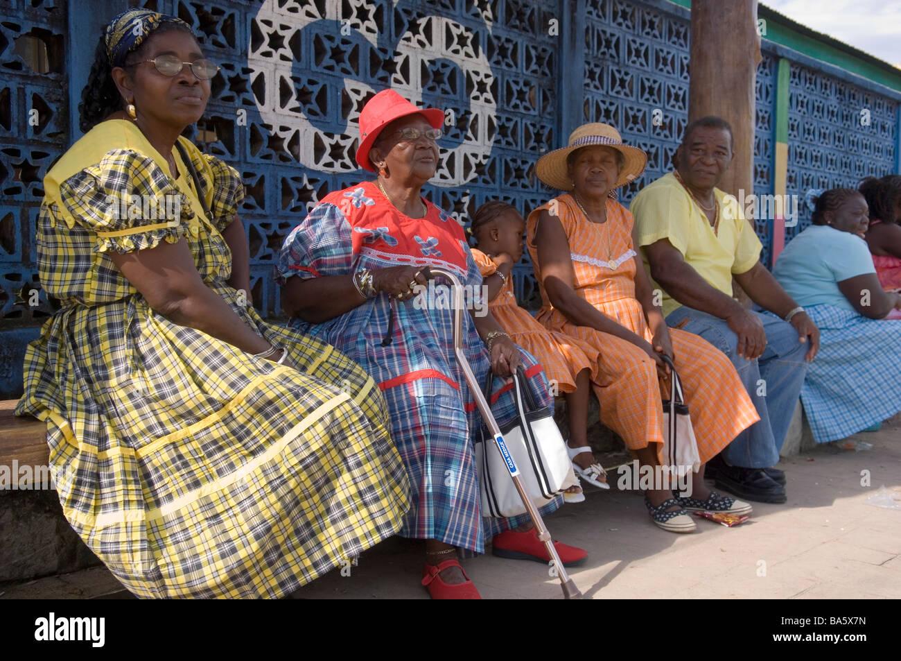 Garifuna women sitting on a bench during the annual Garifuna festival in Livingston, Guatemala. - Stock Image