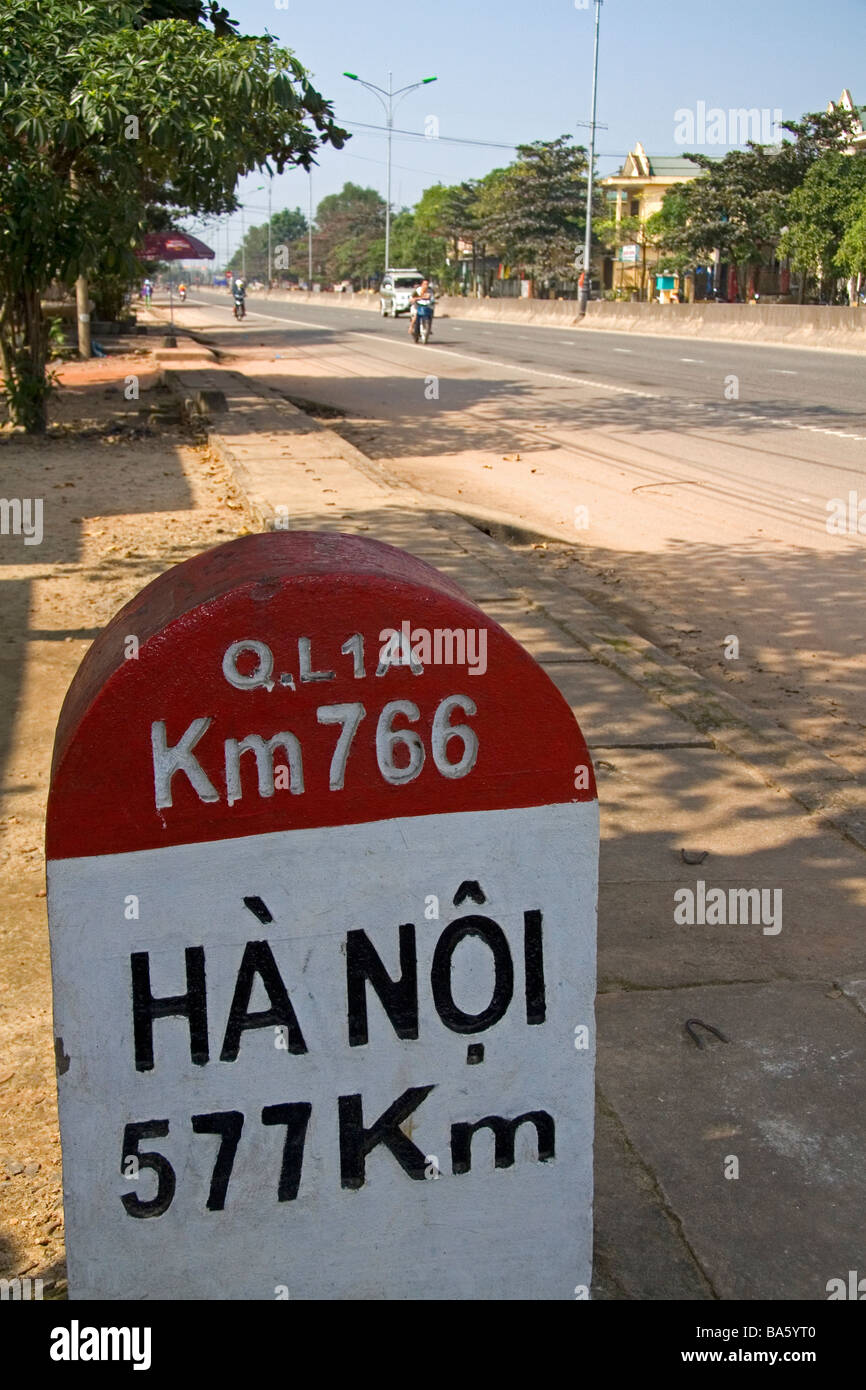 Milepost in Kilometers showing the distance from Quang Tri to Hanoi on the National Highway 1 Vietnam Stock Photo