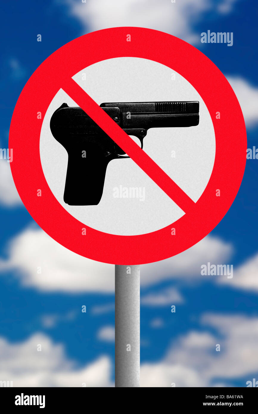 No handgun road sign - Stock Image