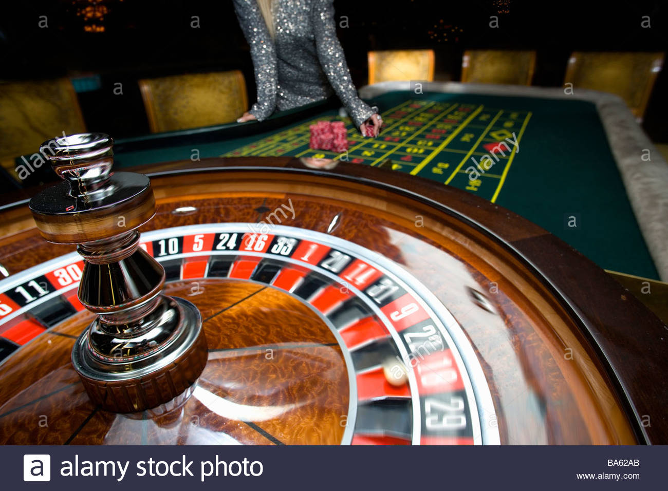 Woman gambling at roulette table, mid section - Stock Image