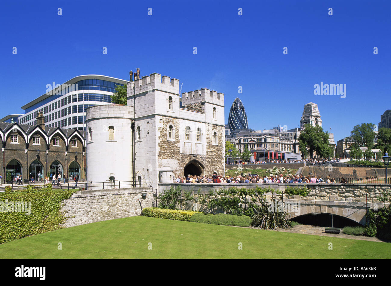 Great Britain London tower of London office buildings facades detail England capital archway gate-construction high - Stock Image