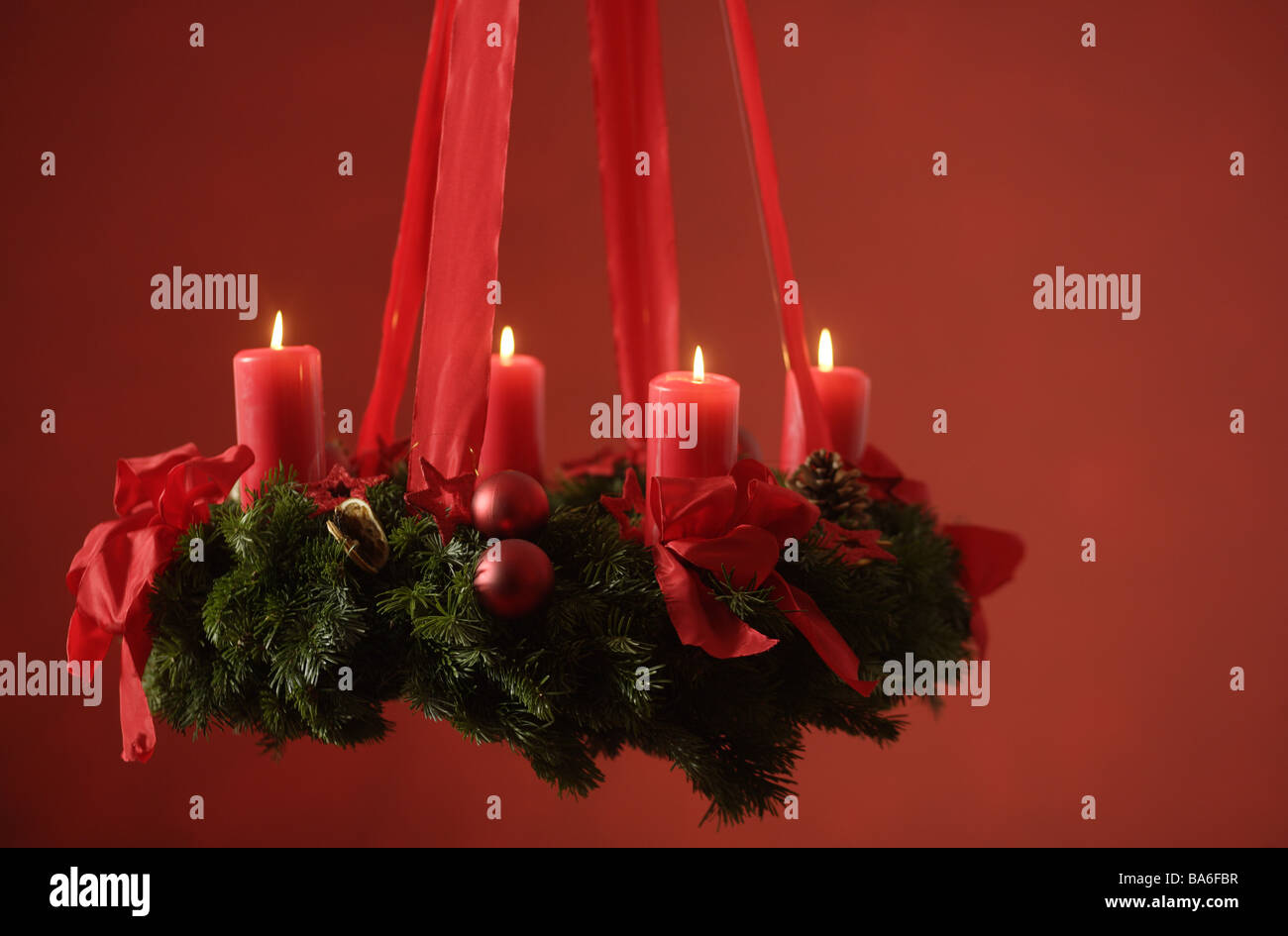 Advent Wreath Hangs Candles Four Series Sting Christmas Red Pre Tradition Like Mood Silence