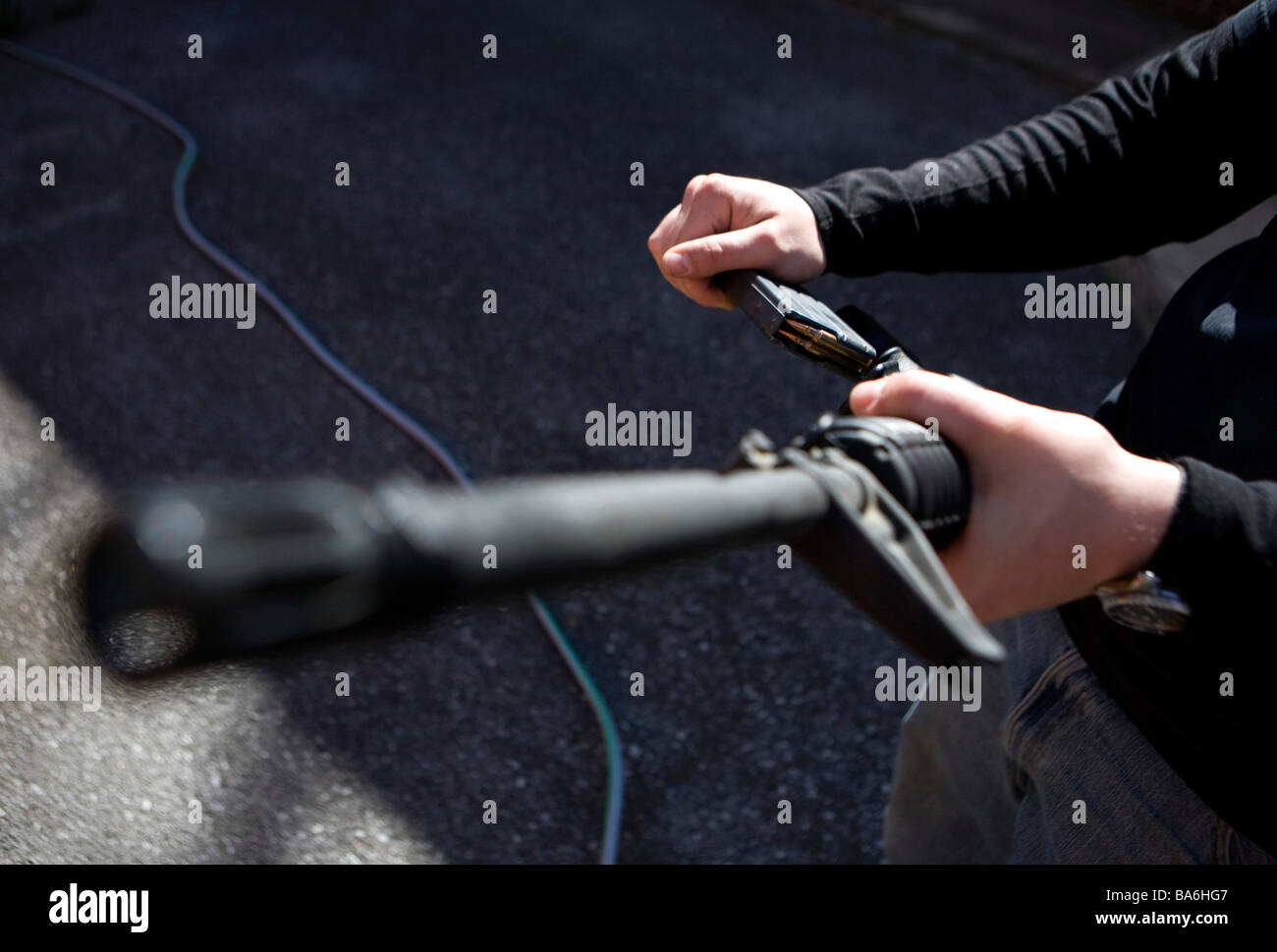 12 April 2009 Frederick Maryland A Maryland gun owner demonstrates loading an AR 15 assault rifle - Stock Image