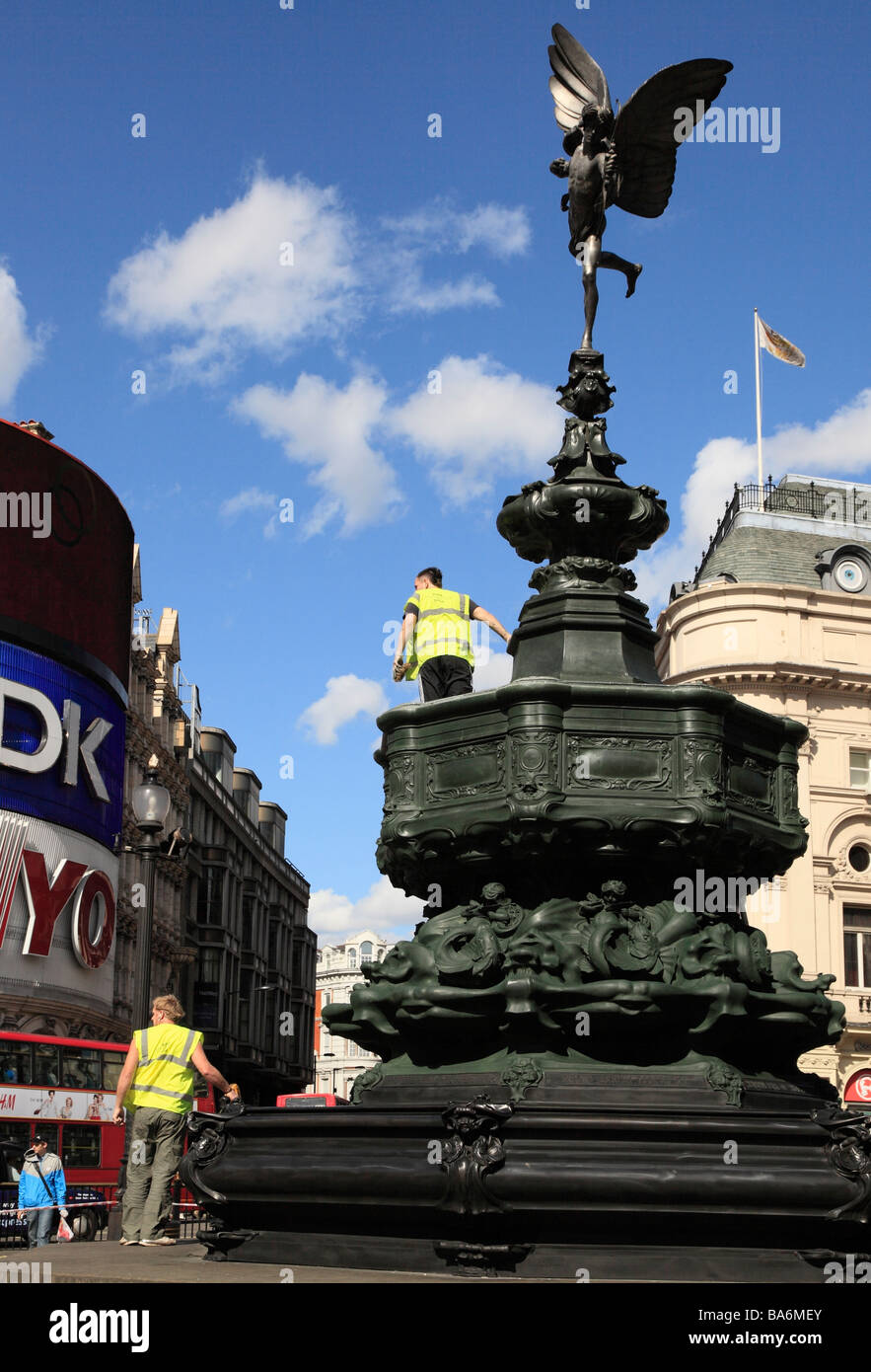 Workmen cleaning the Eros statue. Piccadilly circus, London, England, UK. - Stock Image